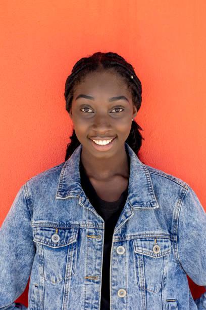 Unga afrikanska australiska tonårs flicka bildbanksfoto