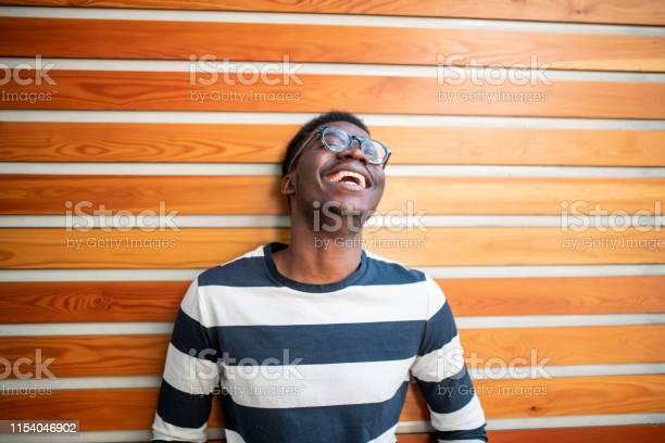 Junger Afrikanischer Mann Lachte Stockfoto und mehr Bilder von 20-24 Jahre