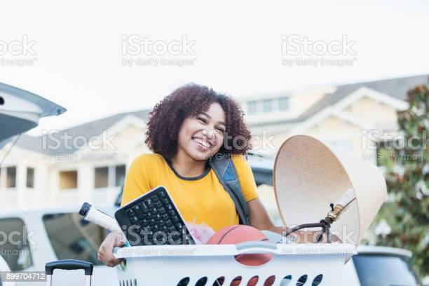 Young africanamerican woman moving house picture id899704712?b=1&k=6&m=899704712&s=612x612&h=mjvesh83xty a2 0fkoud905ouflpjq  juckfjpg3c=