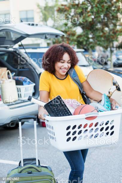 Young africanamerican woman moving house picture id914624862?b=1&k=6&m=914624862&s=612x612&h=vqsu9qcrdlkberravsittlti3mfulpuey7jn1anrys0=