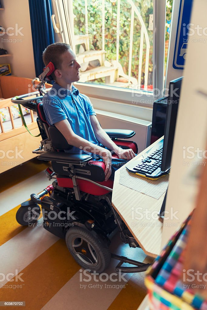 Young ALS patient gaming - foto de stock