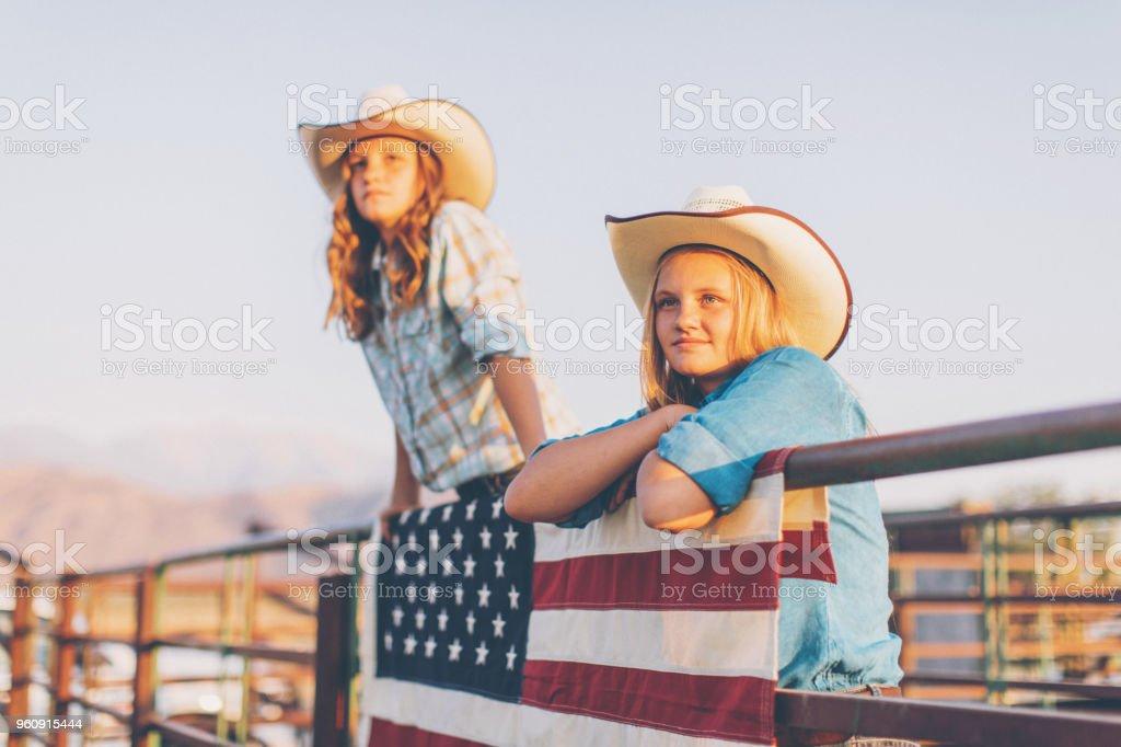 Junge amerikanische Cowgirls beim Rodeo - Lizenzfrei 12-13 Jahre Stock-Foto