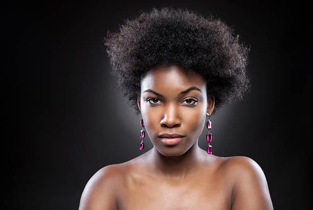 jeune et belle femme noire - black beauty photos et images de collection