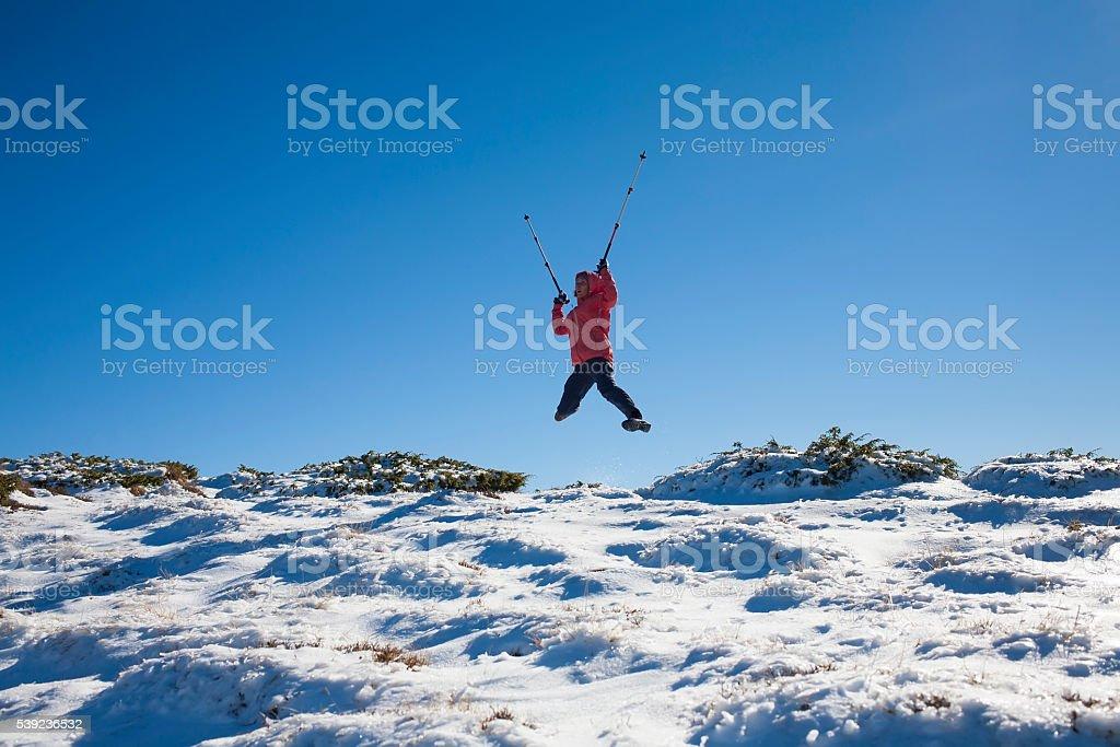 Jovem e Bela garota nas montanhas. foto royalty-free