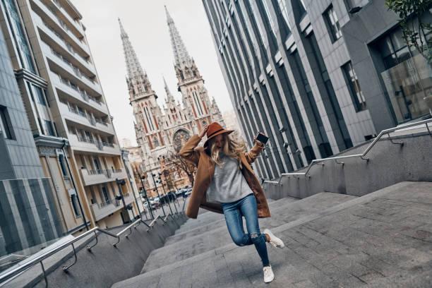 ung och full av energi. - street dance bildbanksfoton och bilder