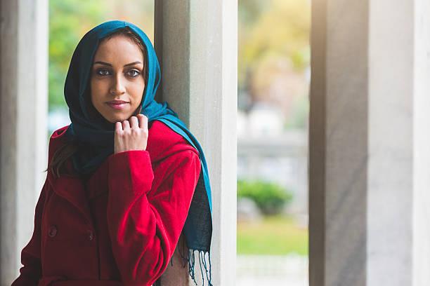 portrait de jeune femme arabe à Istanbul - Photo