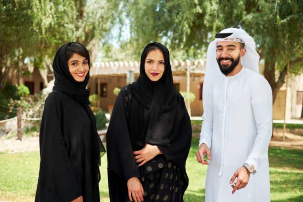 Jeunes arabes en costume traditionnel - Photo