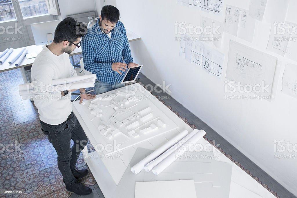 Jungen Architekten in einem Projekt – Foto