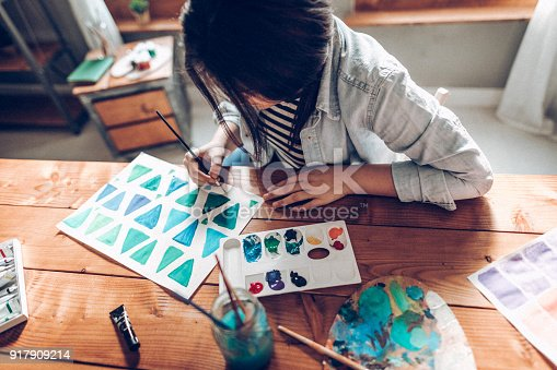 istock Young artist learning how to draw shapes 917909214