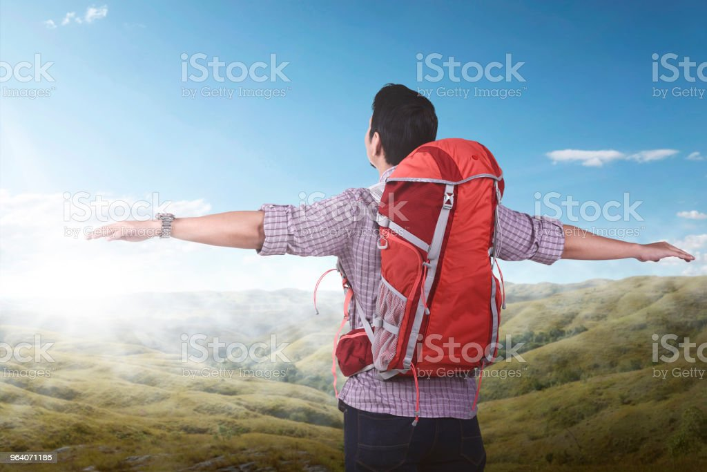 Young asian backpacker enjoying the landscape - Royalty-free Adult Stock Photo