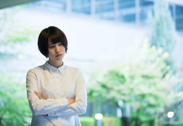 若いアジア ビジネスの女性の肖像画 - 悩む ストックフォトと画像