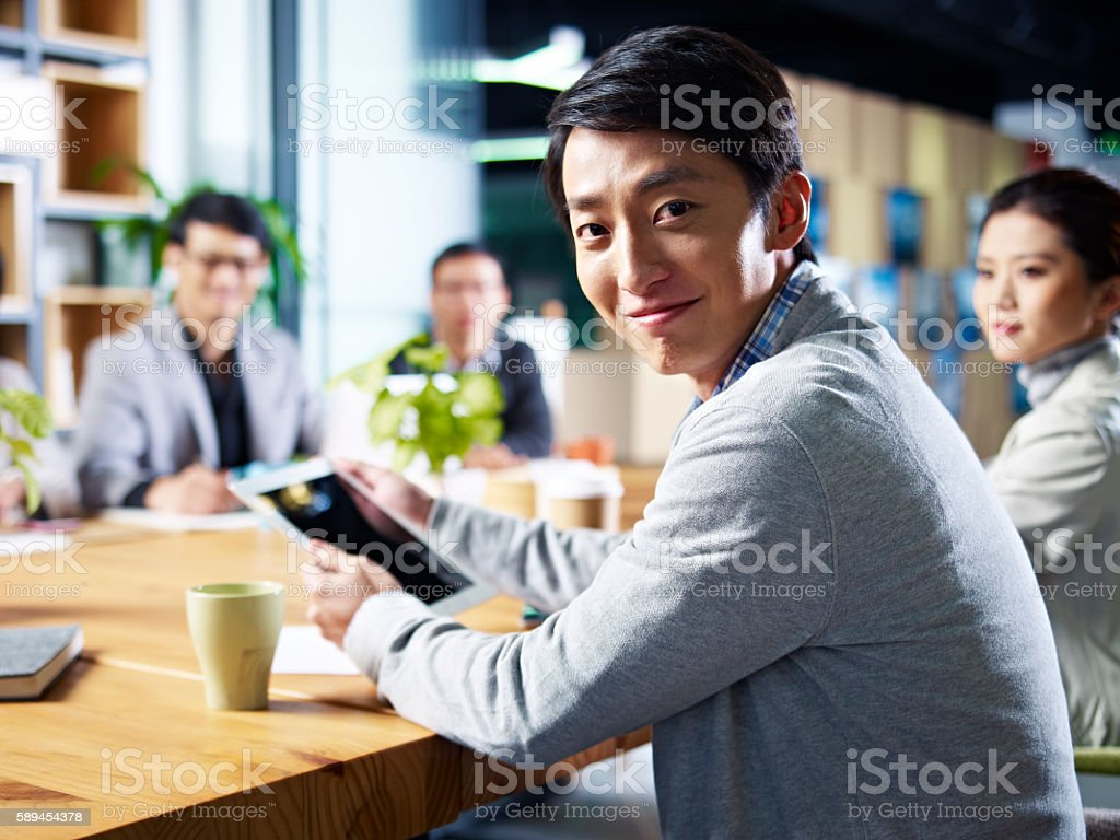young asian businessman in meeting圖像檔