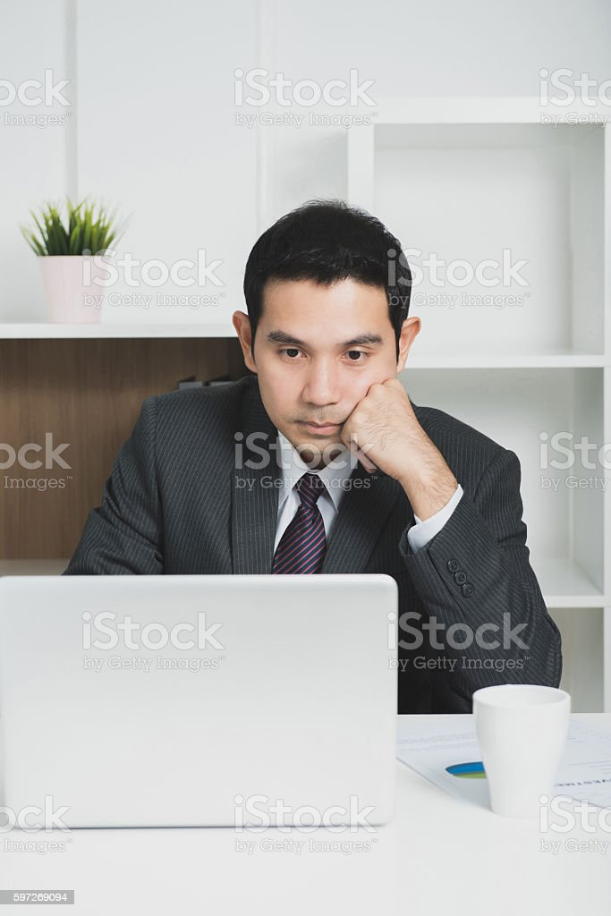 Young Asian businessman looking at laptop computer Lizenzfreies stock-foto