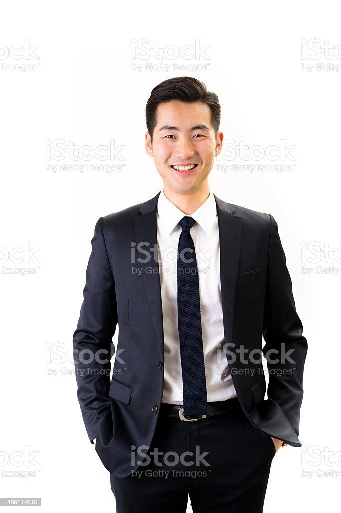 Junge asiatische Geschäftsmann auf weißem Hintergrund – Foto