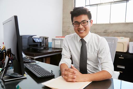 男性のビジネスマン|KEN'S BUSINESS|ケンズビジネス|職場問題の解決サイト