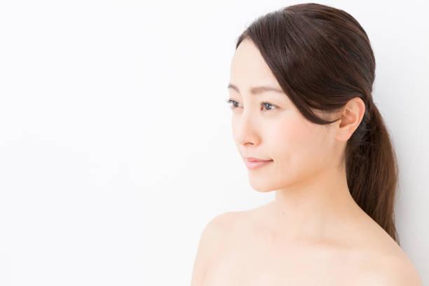 白い背景に分離された若いアジア女性美画像 - 女性 横顔 日本人 ストックフォトと画像