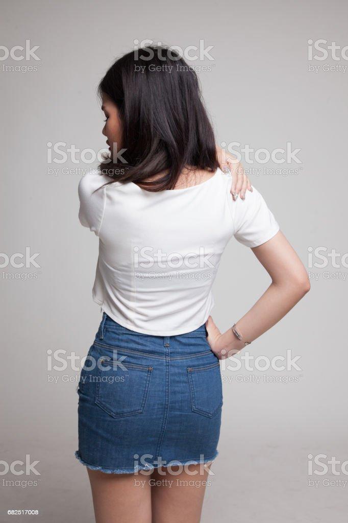 Young Asian woman got back pain. Стоковые фото Стоковая фотография