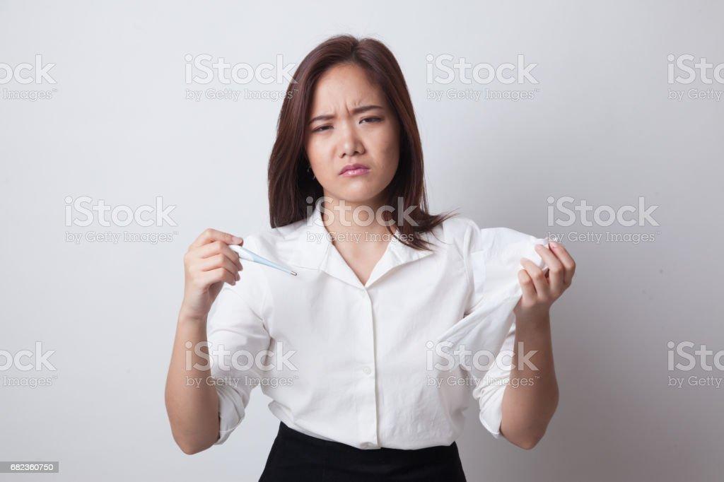 Jonge Aziatische vrouw kreeg zieken en griep. royalty free stockfoto
