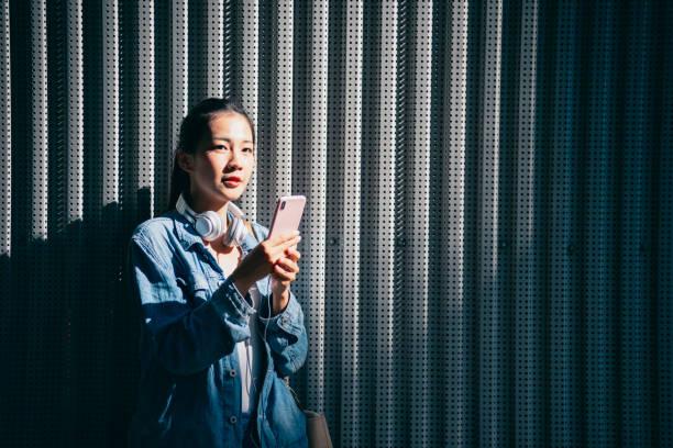 jovem asiática - vida de estudante - fotografias e filmes do acervo