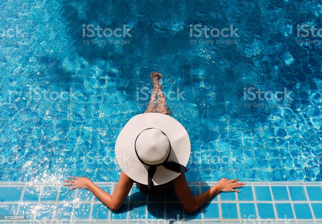 Junge asiatische Frau entspannend. – Foto