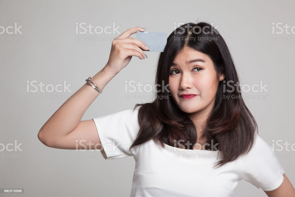 Young Asian woman think with a blank card. Стоковые фото Стоковая фотография