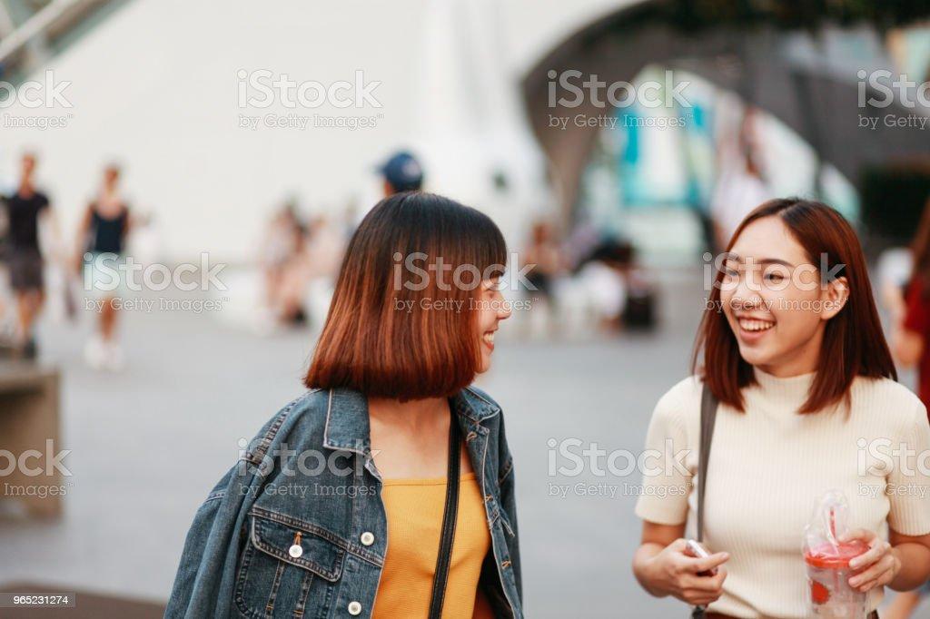 Young Asian women walking in Bangkok, going shopping together, chatting zbiór zdjęć royalty-free
