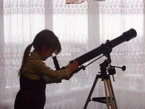 Young astronomer The girl prepares the telescope for astronomical observations glossa stock pictures, royalty-free photos & images