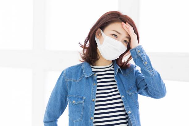 若い魅力的なアジア女性 - くしゃみ 日本人 ストックフォトと画像