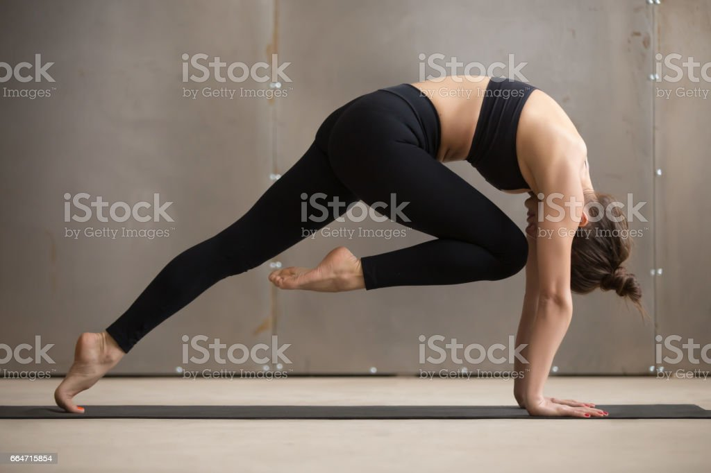 Young attractive woman in Knee to Forehead curl pose, studio – Foto