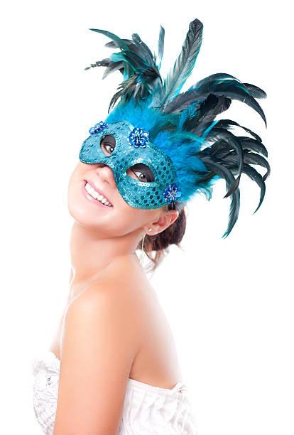 Junge attraktive Frau mit Maske auf Weiß – Foto