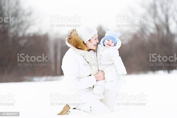 Young attractive woman playing with her baby in snowy park picture id475055221?b=1&k=6&m=475055221&s=612x612&h=fr mv6nbwyghzvb cgklz0edlcrjn1ikhacyikwx1oa=