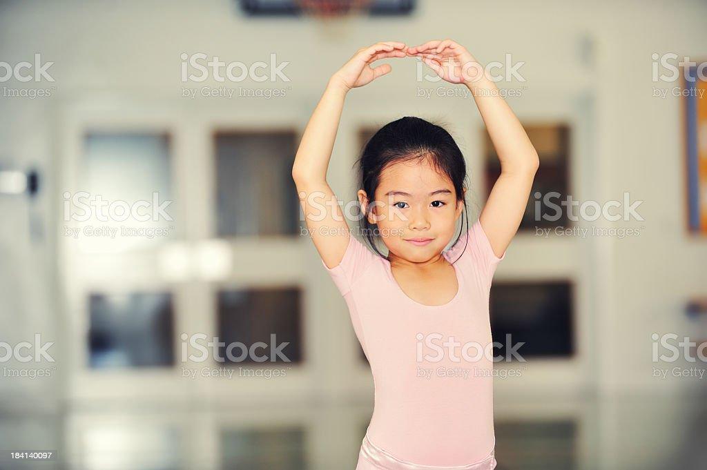 Jovem bailarina na prática - foto de acervo