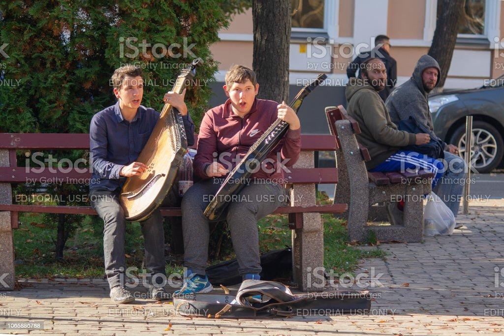 Kiev, Ukraine - October 14, 2018: Young bandura players play on city street стоковое фото
