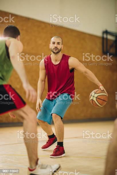 Unga Basketspelare Får In Brott Under Matchen-foton och fler bilder på Aktiv livsstil