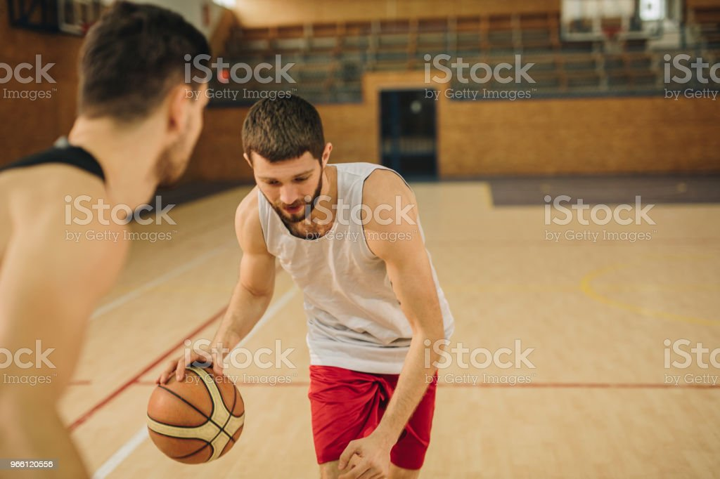Young basketball player leading the ball during the match. - Royalty-free Adulto Foto de stock