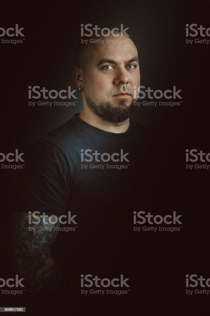 Retrato de hombre joven con barba - Foto de stock de 30-39 años libre de derechos