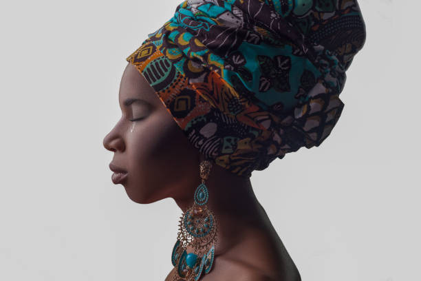 young beautiful african woman in traditional style with scarf, earrings crying. - die wahrheit tut weh stock-fotos und bilder