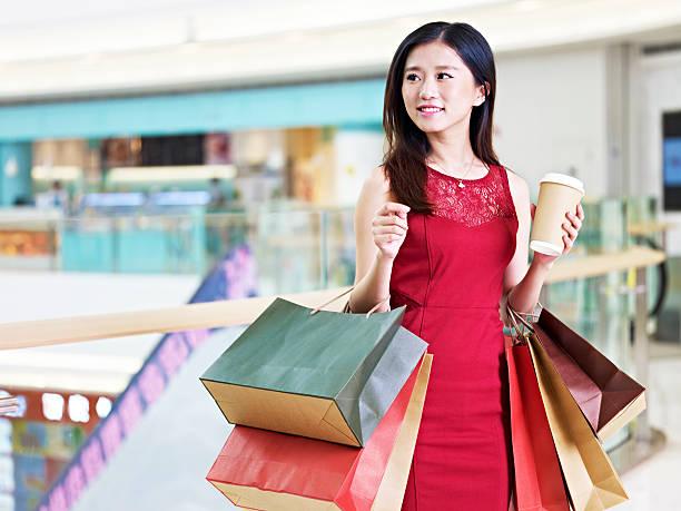 young beautiful asian woman shopping in mall - weihnachten japan stock-fotos und bilder