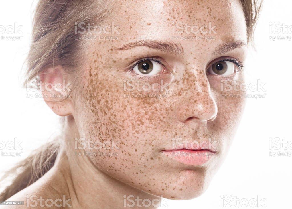 Junge schöne Sommersprossen Frau Gesicht Portrait mit gesunder Haut - Lizenzfrei Atelier Stock-Foto