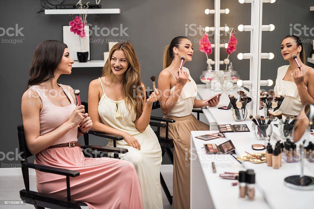 Young beautiful friends talking in a beauty salon. Lizenzfreies stock-foto