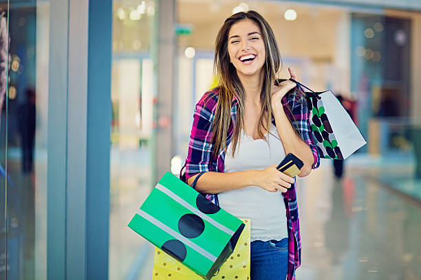 young beautiful girl is shopping in the mall - handytasche stock-fotos und bilder