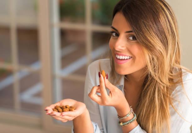 young beautiful hispanic woman at home - mandorla foto e immagini stock