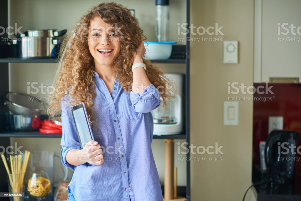 Young beautiful woman cooking while working from home foto stock royalty-free