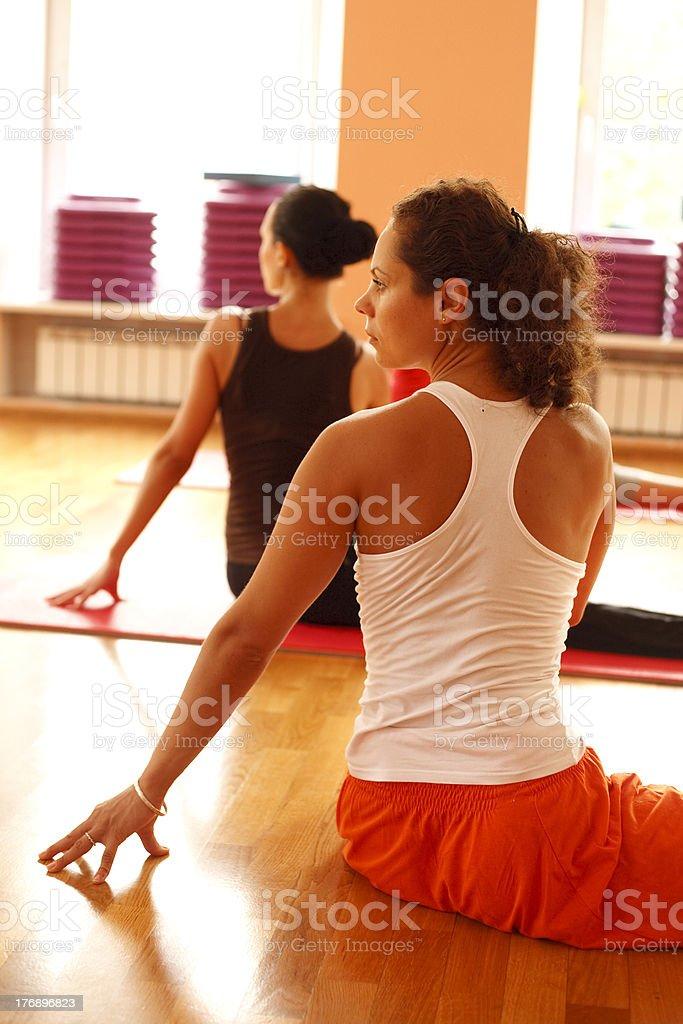 Junge schöne Frau tun yoga – Foto
