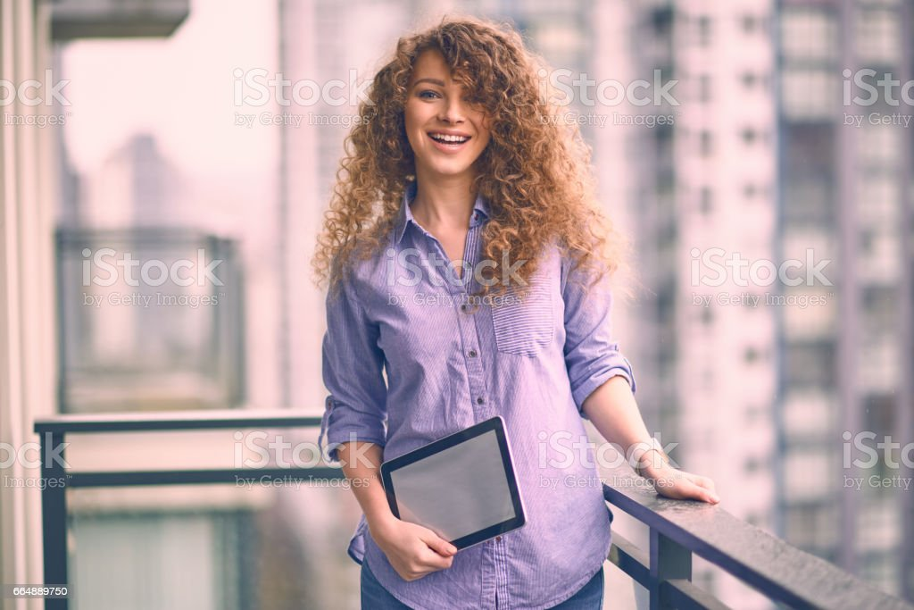 Young beautiful woman enjoying view from appartment in business trip foto stock royalty-free