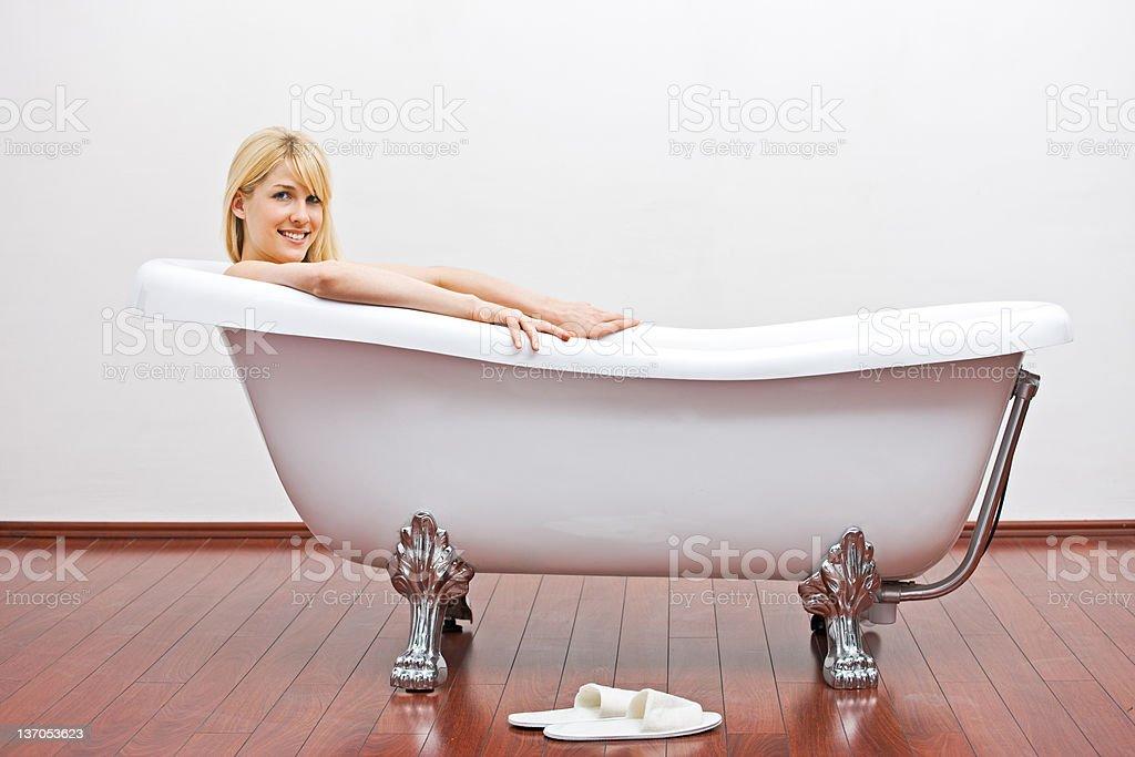Взрослые красивые женщины в ванной порно