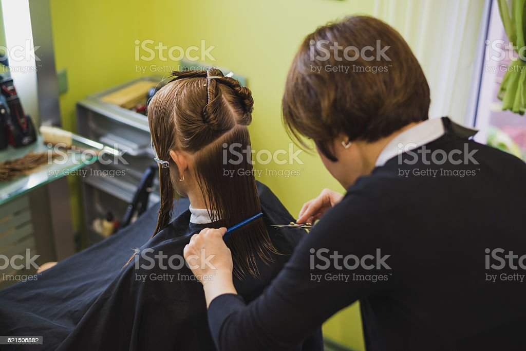Young beautiful woman having her hair cut foto stock royalty-free
