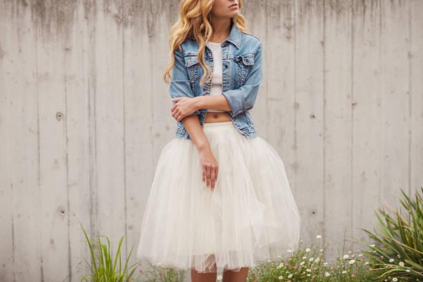 young beautiful woman outdoors - spódnica zdjęcia i obrazy z banku zdjęć