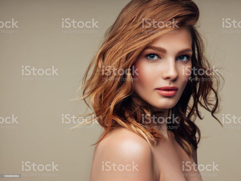 年輕漂亮的女人 - 免版稅20多歲圖庫照片