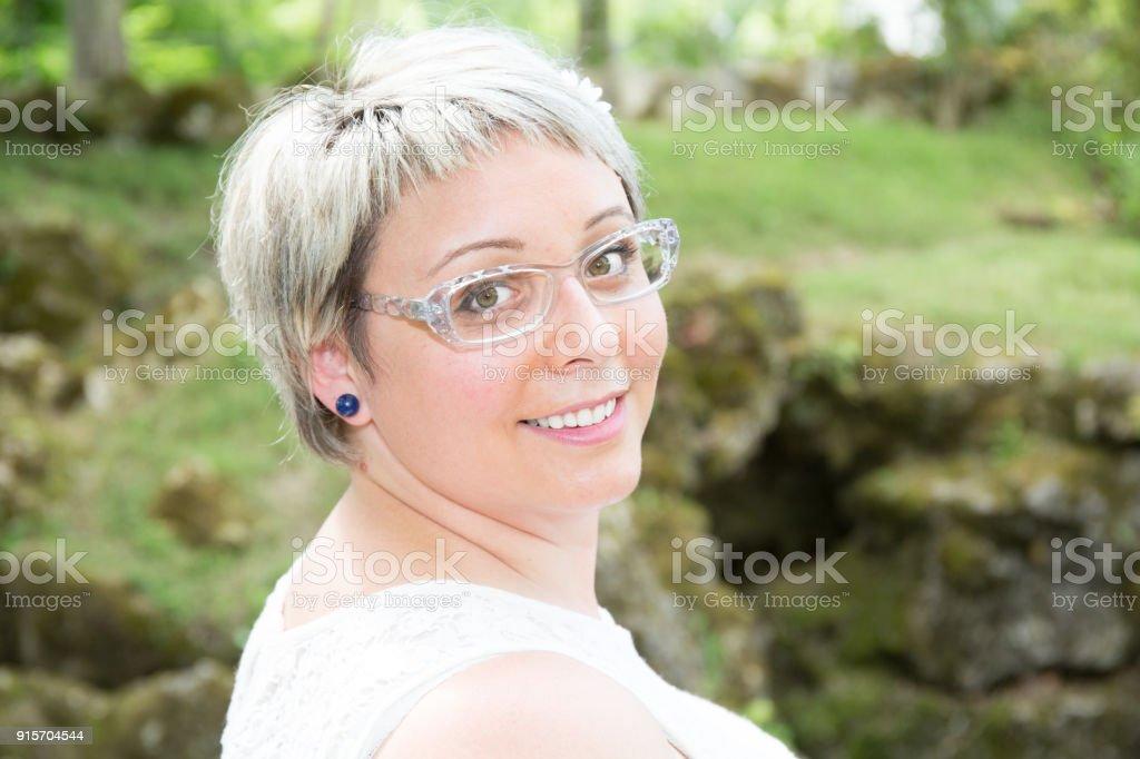 Mit damen kurze brille haare Kurzhaarfrisuren damen